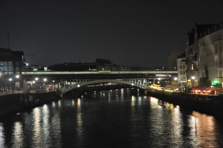 The train over the river Spree.